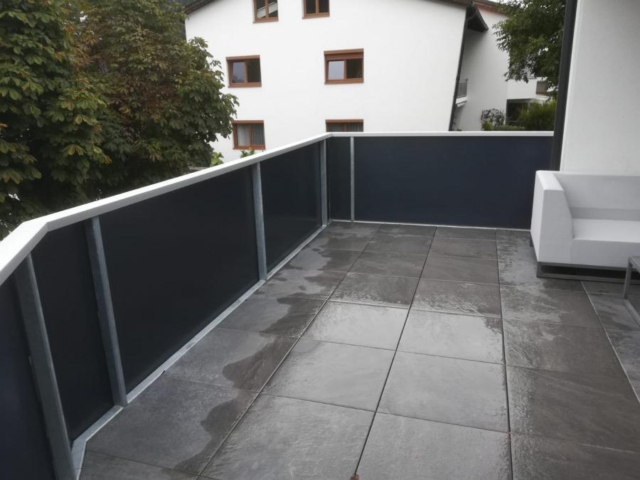 Sichtschutzfolie Satinato grau, Balkon Privathaus Tirol 1
